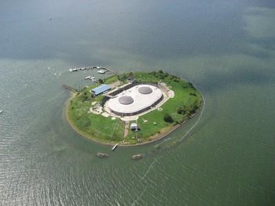 Fuerte de Pampus, formando una isla