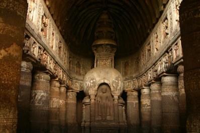 Templo esculpido sobre la roca en Ajanta