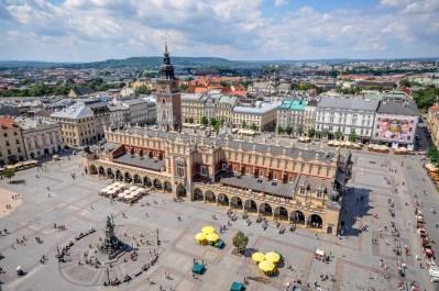 Plaza central de Cracovia, con el Sukiennice en el centro
