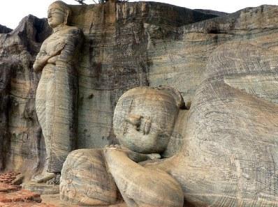 Dos de las estatuas esculpidas de Gal Vihara