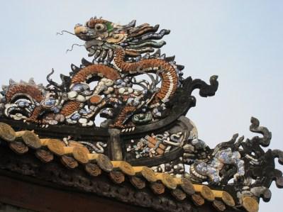 Detalle en el tejado del palacio Thai Hoa