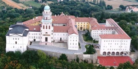 Abadía milenaria benedictina de Pannonhalma y su entorno natural