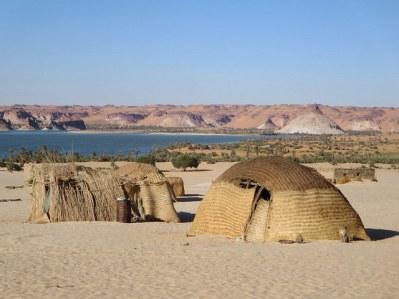 Un pequeño poblado a orillas del lago Teli