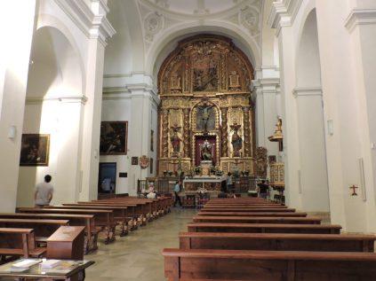 Iglesia frente al Palacio de Carlos V
