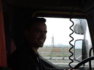 Florian llevandome a la periferia de Bucarest