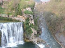Cascada de Jajca y el río