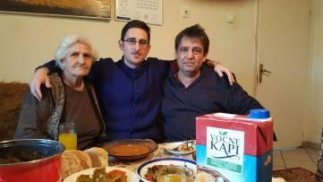 Con el padre de Stojancho y su abuela