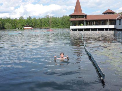Nadando en el lago