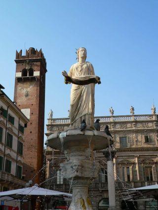 La fuente de la Madonna en la Plaza delle Erbe