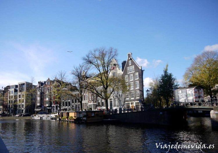 Casas y canales de Ámsterdam