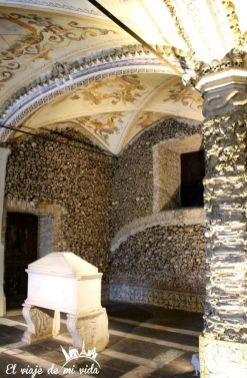 Capela dos Ossos Evora Portugal