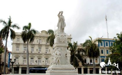 Parque Central con la estatua de Marí