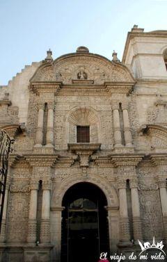 Fachada de la Iglesia Compañia Jesús en Arequipa