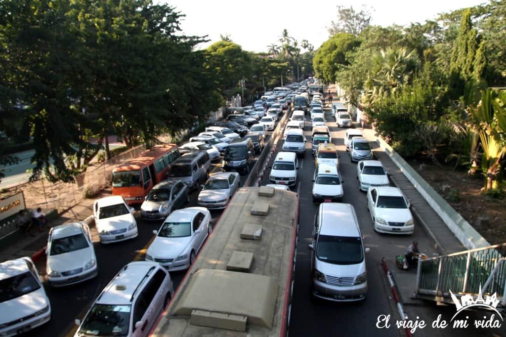 trafico-yangon-myanmar