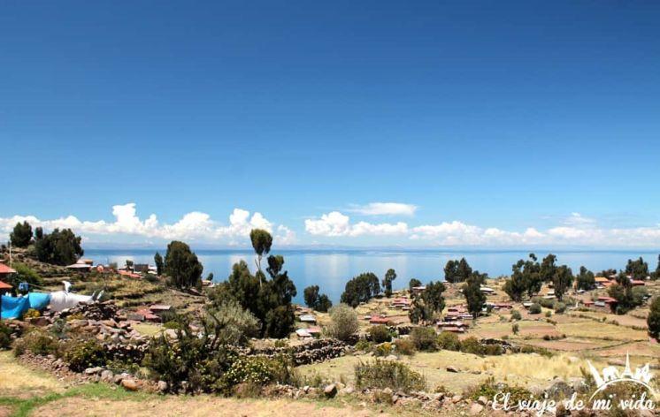 El lago Titicaca en Perú