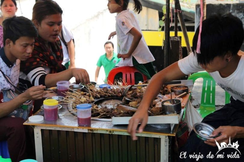El mercado de Chinatown en Rangún, Myanmar