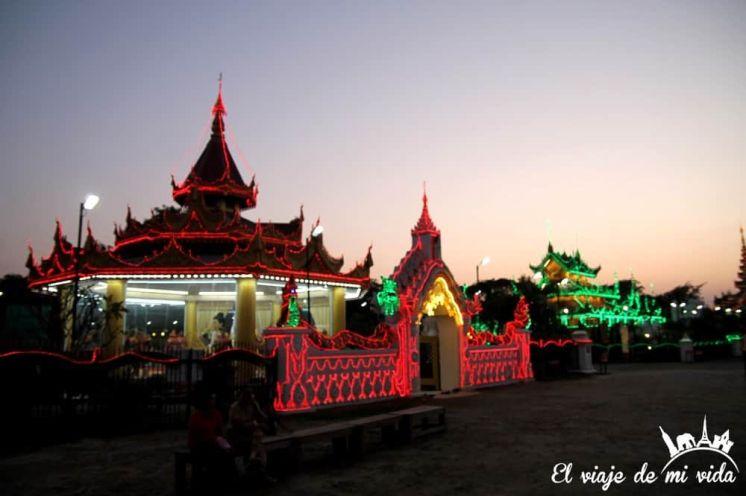 """Los edificios birmanos en modo """"navideño"""""""