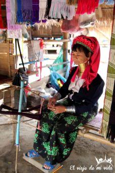 Mujer jirafa en Chiang Rai, Tailandia