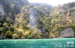 El verde esmeralda de la bahía de Phang Nga
