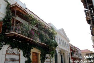Sus balcones floridos