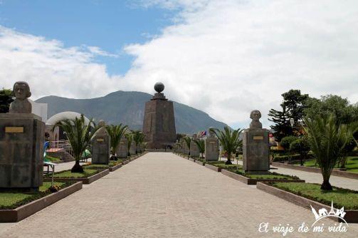 El Monumento Mitad del Mundo, Quito, Ecuador
