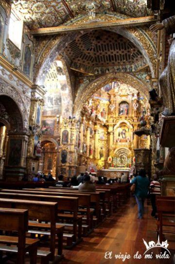Interior de la Iglesia de la Compañía en Quito, Ecuador