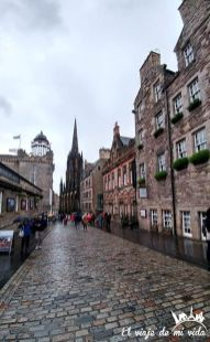 La Royal Mile con lluvia