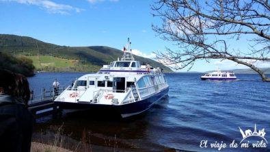 Ferry para navegar por el Lago Ness