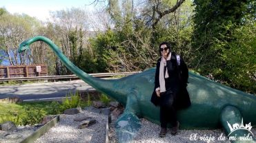Estatua de Nessie en Loch Ness