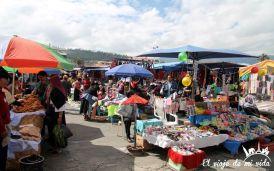 El mercado de los Ponchos en Otavalo, Ecuador