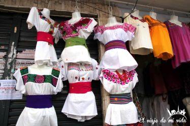El mercado de los Ponchos en Otávalo, Ecuador