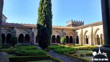 El claustro de la catedral de Tui, Galicia