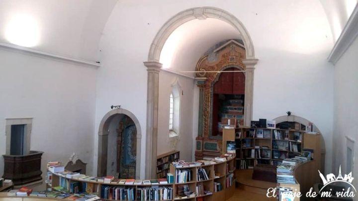 La Iglesia-Librería Santiago en Óbidos