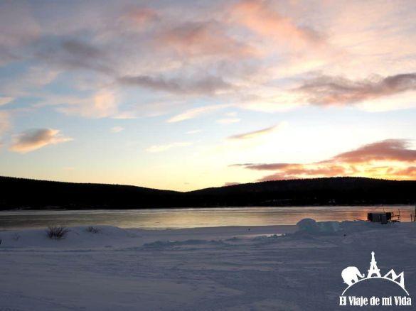 El lago junto al Ice Hotel