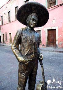 Estatua de Jorge Negrete, originario de Guanajuato