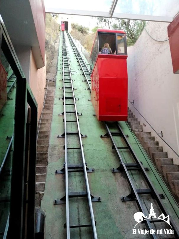 Funicular para subir al Monumento del Pípila