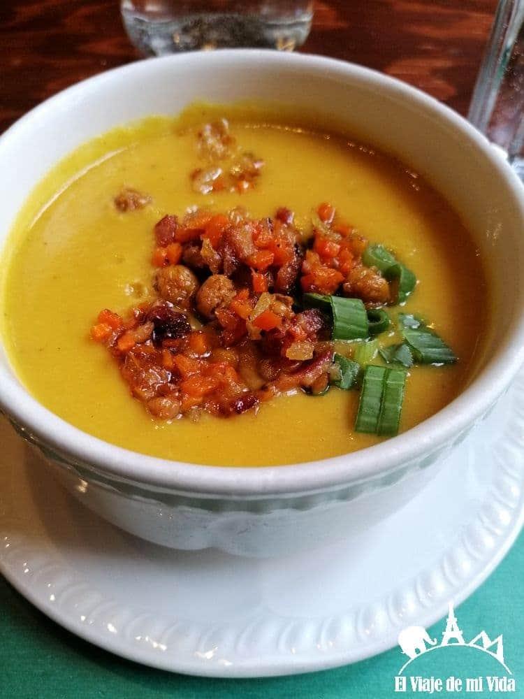 Sopa tradicional en restaurante: 8 euros