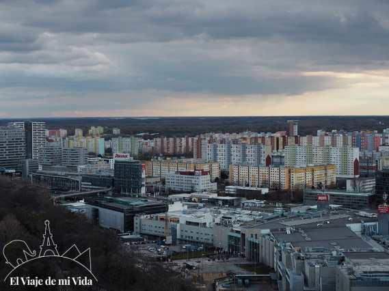 Vistas a la parte moderna de la ciudad desde el UFO