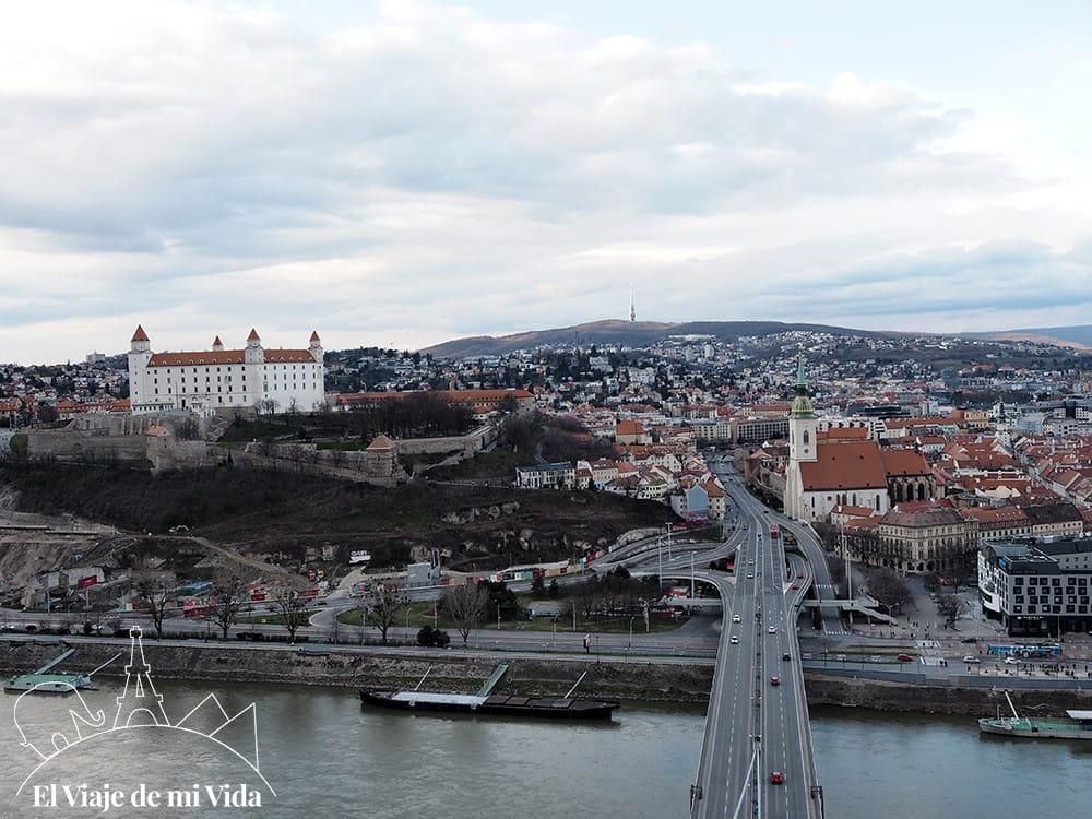 Vistas al casco antiguo de Bratislava desde el UFO