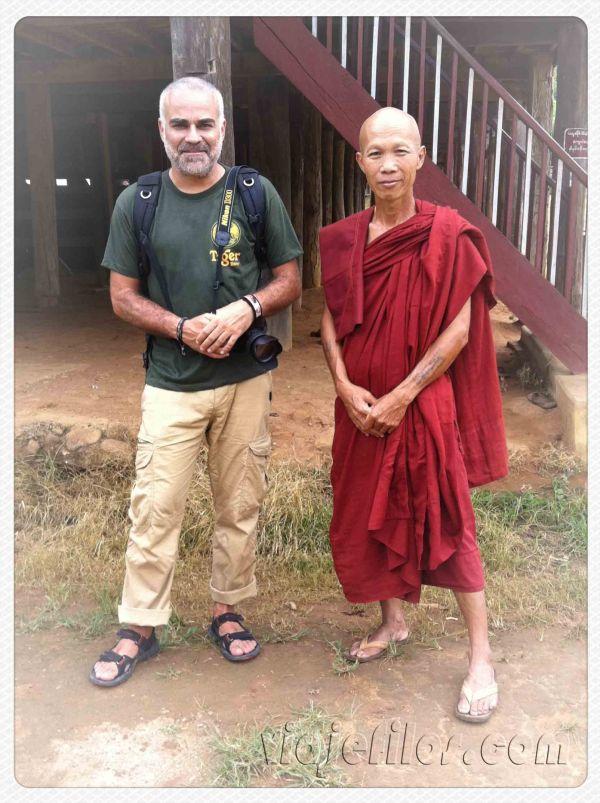 En Hsipaw con un simpático monje