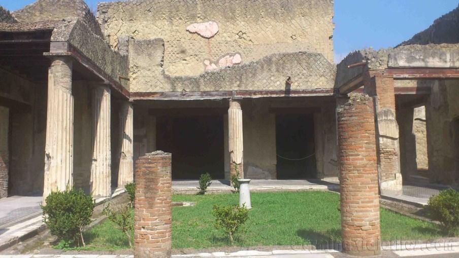 Napoles, Herculano 10