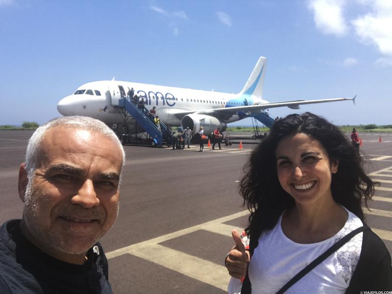 Aterrizaje en la isla de San Cristóbal, dispuestos a encontrar un buen crucero de último minuto en Galápagos.
