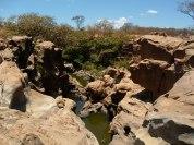 Na época de seca, é possível ver a formação rochosa