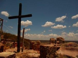 Cruz colocada para afastar o diabo