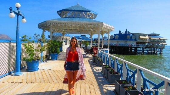 Andando pelo deck do restaurante Rosa Náutica