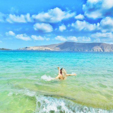 Praia deserta em Mykonos