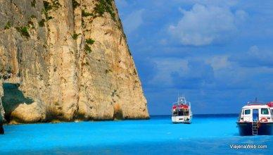 Barco Praia Navagio na Grécia - praia do navio naufragado