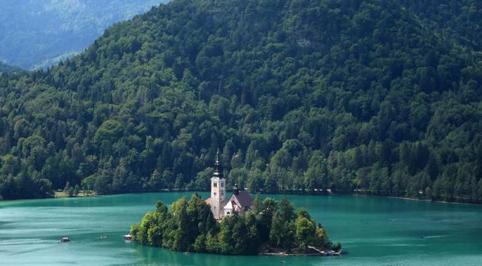 isla en el lago Bled