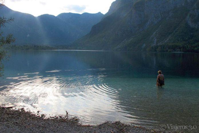 Aguas cristalinas del lago Bohinj