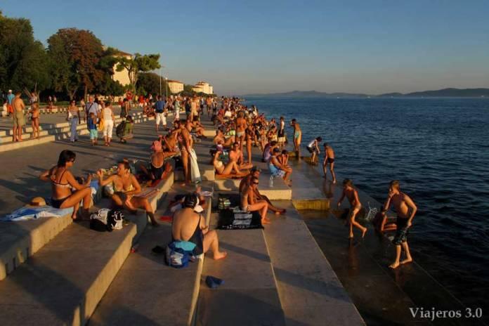 gradas del Órgano del Mar para ver el atardecer en Zadar